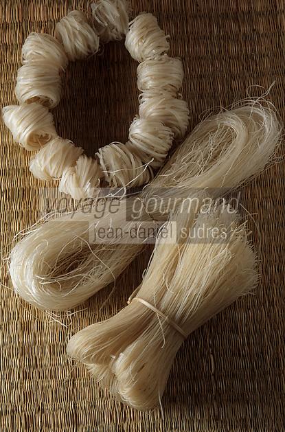 """Asie/Vietnam/Hanoi: sur le marché détail d'un étal de vermicelle de riz indispensable pour la soupe traditionnelle """"le Pho"""""""