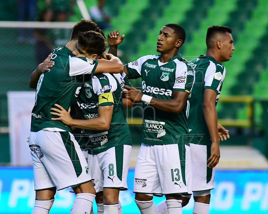PALMIRA - COLOMBIA, 03-08-2019: Juan Ignacio Dinenno del Cali celebra con sus compañeros después de anotar el primer gol de su equipo durante partido entre Deportivo Cali y La Equidad por la fecha 4 de la Liga Águila II 2019 jugado en el estadio Deportivo Cali de la ciudad de Palmira. / Juan Ignacio Dinenno of Cali celebrates after scoring the first goal of his team during match between Deportivo Cali and La Equidad for the date 4 as part Aguila League II 2019 played at Deportivo Cali stadium in Palmira city. Photo: VizzorImage / Nelson Rios / Cont