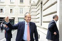 Roma, 13 ottobre 2011.Parlamentari e ministri entrano in Parlamento per l'intervento del presidente silvio Berlusconi.Nella foto:Nitto Palma ministro della giustizia