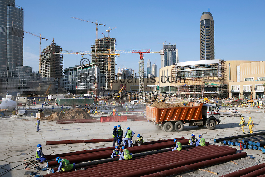 United Arab Emirates, Dubai: Construction of new apartment and office blocks by the Dubai Mall