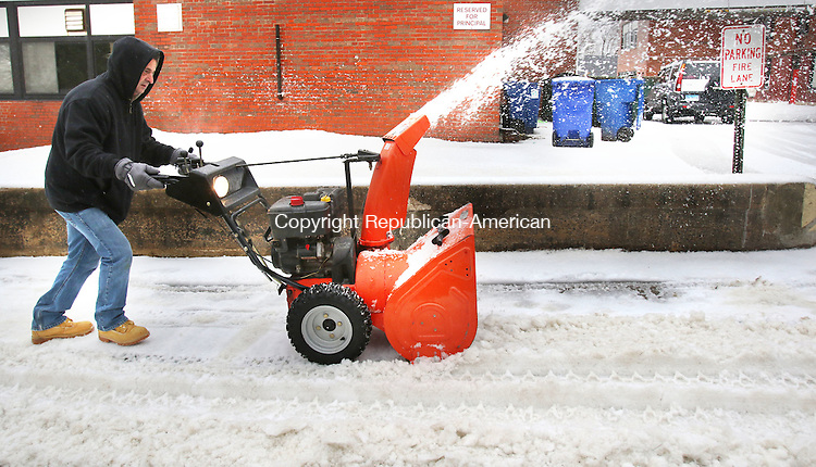 WATERBURY CT. 29 December 2015-122915SV06-Dion Tuttle of Waterbury clears snow from sidewalk in front of Our Lady of Mount Carmel School in Waterbury Tuesday.<br /> Steven Valenti Republican-American