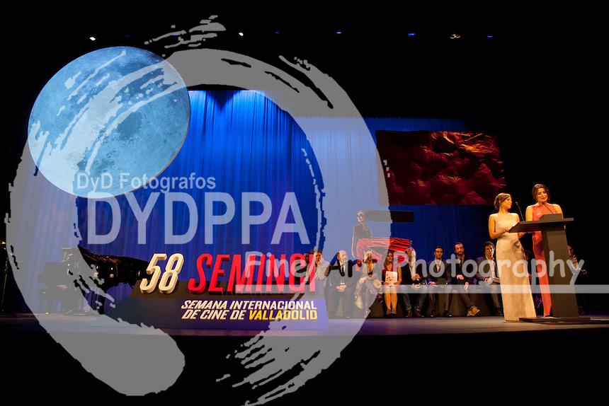 58 edicion de Seminci Semana Internacional de Cine de Valladolid, Gala de Clasura foto de familia con los premiados de esta edicion, Teatro Calderon, Valladolid, España, 25 Octubre 2013 Nacho Lopez/ DyD Fotografos