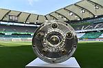 Meisterschale der Fussball Bundesliga im Stadion, <br /><br />Sport: Fussball: 1. Bundesliga: Saison 19/20: 34.Spieltag, <br />VFL WOLFSBURG - FC BAYERN MUENCHEN <br />am 27.06.2020 in der Volkswagen Arena Wolfsburg, <br /><br />Nur fuer journalistische Zwecke! <br />Only for editorial use!<br />Gemaess den Vorgaben der DFL Deutsche Fussball Liga ist es untersagt, in dem Stadion und/oder vom Spiel angefertigte Fotoaufnahmen in Form von Sequenzbildern und/oder videoaehnlichen Fotostrecken zu verwerten bzw. verwerten zu lassen. <br />DFL regulations prohibit any use of photographs as image sequences and/or quasi-video.<br />National and International News Agencies OUT<br />NO RESALE!