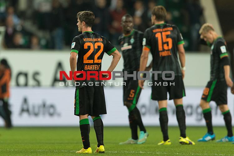 27.09.2014, Volkswagen Arena, Wolfsburg, GER, 1.FBL, VFL Wolfsburg vs Werder Bremen, im Bild<br /> entt&auml;uscht / entt&auml;uscht / traurig  nach der Niederlage <br /> <br /> Davie Selke (Bremen #27)<br /> Fin Bartels (Bremen #22)<br /> Assani Lukimya (Bremen #5)<br /> Sebastian Pr&ouml;dl / Proedl (Bremen #15)<br /> <br /> Foto &copy; nordphoto / Kokenge