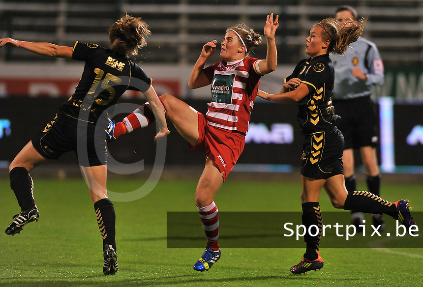 20131018 - ANTWERP , BELGIUM : Antwerp Marlies Verbruggen pictured foot high in the face of Telstar Karin Legemate (left) during the female soccer match between Royal Antwerp FC Ladies and Telstar Vrouwen Ijmuiden , of the Eight' matchday in the BENELEAGUE competition. Friday 18 October 2013. PHOTO DAVID CATRY