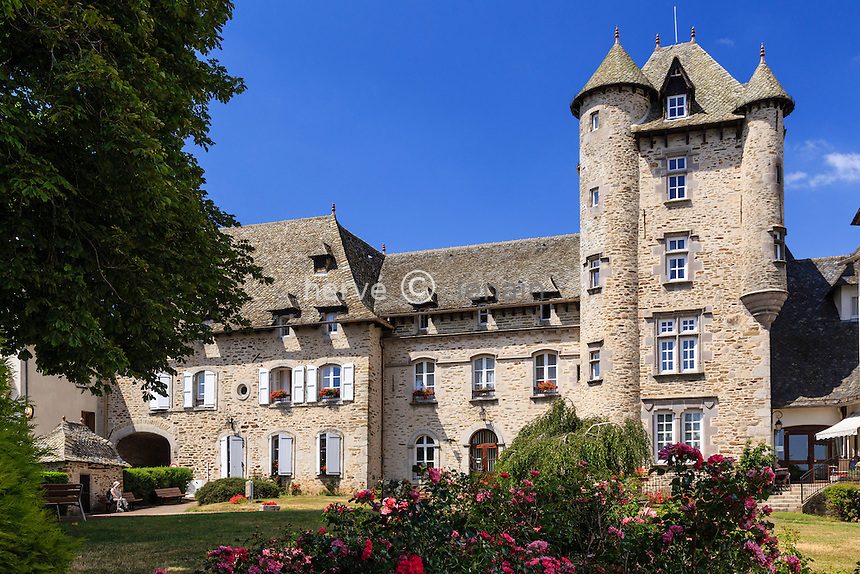 France, Cantal (15), Montsalvy, le château // France, Cantal, Montsalvy, the castle