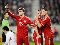Fussball 1. Bundesliga:  Saison   2011/2012    16. Spieltag VfB Stuttgart - FC Bayern Muenchen  11.12.2011 JUBEL FC  Bayern Muenchen; Thomas Mueller, Franck Ribery  und Torschuetze Mario Gomez (v.li.)