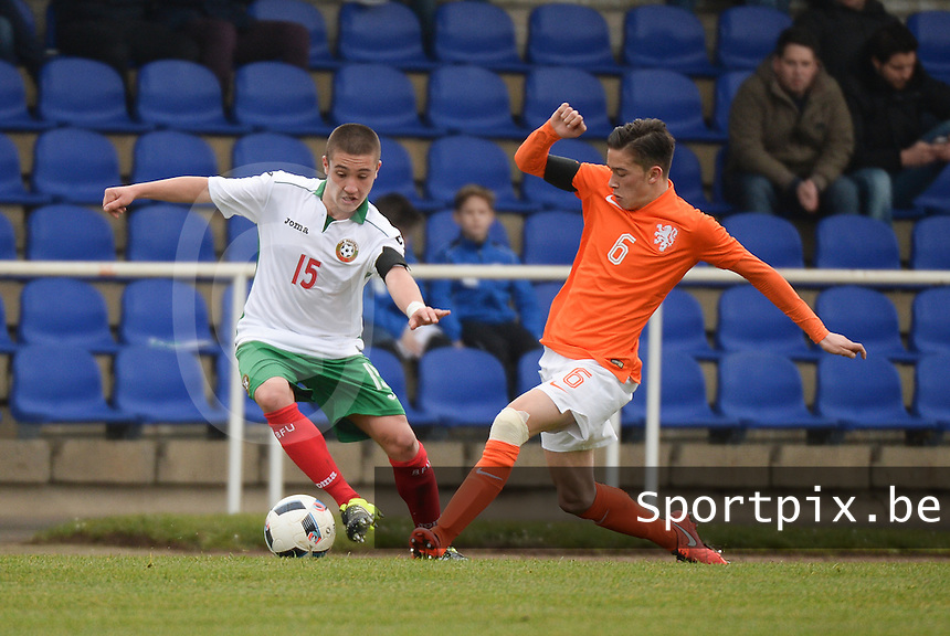 20160324 - Buderich , GERMANY : Dutch Jordy Wehrmann (R) and Bulgarian Denis Buchev (L) pictured during the soccer match between the under 17 teams of The Netherlands and Bulgaria , on the first matchday in group 4 of the UEFA Under17 Elite rounds in Buderich , Germany. Thursday 24th March 2016 . PHOTO DAVID CATRY
