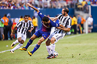 EAST RUTHERFORD, EUA, 22.07.2017 - JUVENTUS-BARCELONA - Arda Turan do Barcelona (ESP) disputa bola com  Giorgio Chiellini da Juventus (ITA) valido pela Internacional Champions Cup no MetLife Stadium na cidade de East Rutherford nos Estados Unidos neste sábado, 22. (Foto: William Volcov/Brazil Photo Press)