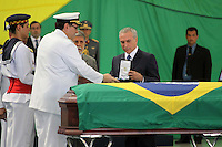 RIO DE  JANEIR,28 DE JANEIRO DE 2012- Corpo dos Oficiais da  Marinha , chegam a  base a&eacute;rea  do RJ, onde receberam homenagens. No vel&oacute;rio o ministro da justica e o vice presidente estiveram presentes .<br /> Local: Base a&eacute;rea do RJ-Ilha do Governador -RJ<br /> Foto: Guto Maia / News Free