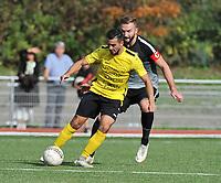 SCT MENEN - RC GENT :<br /> Gregory Mahau (L) is sterker aan de bal dan Stef De Backer (R)<br /> <br /> Foto VDB / Bart Vandenbroucke