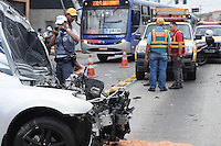 ATENÇÃO EDITOR: FOTO EMBARGADA PARA VEÍCULOS INTERNACIONAIS. - SAO PAULO)28 de dezembro 2012.(ACIDENTE CARRO X POSTE). Um carro capotou e bateu no poste na Av Prof Francisco Morato com duas vitimas socorridas uma para HC e outra para Santa Casa. Foi encontrado bebidas no interior do veiculo  ADRIANO LIMA / BRAZIL PHOTO PRESS).