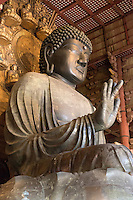 Japan, South Honshu, Kansai, Nara: Daibutsu (Great Buddha) inside the Daibutsu-den Hall, Todai-ji (Buddhist Temple) | Japan, Sued-Honshu, Kansai, Nara: Daibutsu (Grosser Buddha) in der Daibutsu-den Halle, im Todai-ji Tempel