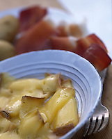 """Europe/France/Rhône-Alpes/74/Haute-Savoie/La Chapelle d'Abondance : Le Berthoud recette à base de fromage d'Abondance du restaurant """"Le Clos Savoyard"""""""