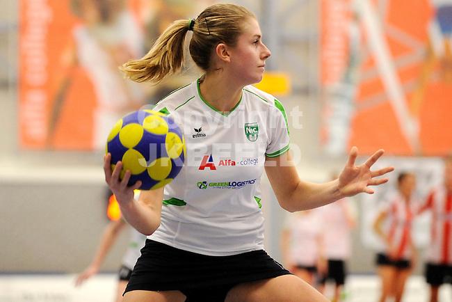 GRONINGEN - Korfbal, Alfa College, NIC - Deetos ,korfbal league,  seizoen 2011-2012, 11-12-2011,  NIC speelster Marieke Bongers.