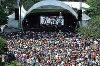 SAO PAULO, SP, 25 DE JANEIRO DE 2012 - ANIVERSÁRIO DE SÃO PAULO - O aniversário da cidade de São Paulo foi comemorado nesta quarta feira (25) com diversos shows no Vale do Anhangabaú, centro da Capital. (FOTO: LEVI BIANCO - NEWS FREE)