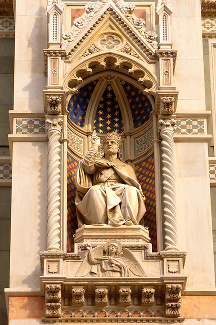 The Dome Catheral -Statue Of Archbishop - Florence Italy