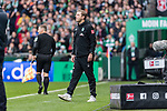 02.11.2019, wohninvest WESERSTADION, Bremen, GER, 1.FBL, Werder Bremen vs SC Freiburg<br /> <br /> DFL REGULATIONS PROHIBIT ANY USE OF PHOTOGRAPHS AS IMAGE SEQUENCES AND/OR QUASI-VIDEO.<br /> <br /> im Bild / picture shows<br /> Florian Kohfeldt (Trainer SV Werder Bremen) in Coachingzone / an Seitenlinie, <br /> <br /> Foto © nordphoto / Ewert