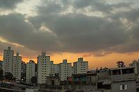 SÃO PAULO,SP,22.05.2015 - CLIMA-SP - Vista do céu no fim da tarde no bairro do Sacomã na região sul da cidade de São Paulo nesta sexta-feira,22. (Foto: Renato Mendes/Brazil Photo Press)