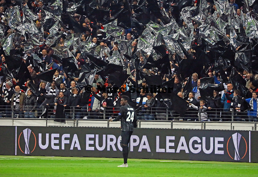 Danny da Costa (Eintracht Frankfurt) und die Eintracht Fans feiern Europa League - 04.10.2018: Eintracht Frankfurt vs. Lazio Rom, UEFA Europa League 2. Spieltag, Commerzbank Arena, DISCLAIMER: DFL regulations prohibit any use of photographs as image sequences and/or quasi-video.