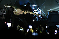 SÃO PAULO,SP,04.04.2014 - SHOW CAGE THE ELEPEHANT - A banda Cage the Elephant durante show no Cine Joia no noite de hoje (04).O show faz parte do Lolla Parties, que contam com performances mais intimistas para os fãs antes da apresentação no festival Lollapalooza 2014.(Foto Ale Vianna/Brazil Photo Press).