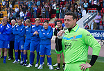 St Johnstone v Man Utd XI....31.07.10  Alan Main Testimonial.Alan Main thanks the fans at full time.Picture by Graeme Hart..Copyright Perthshire Picture Agency.Tel: 01738 623350  Mobile: 07990 594431