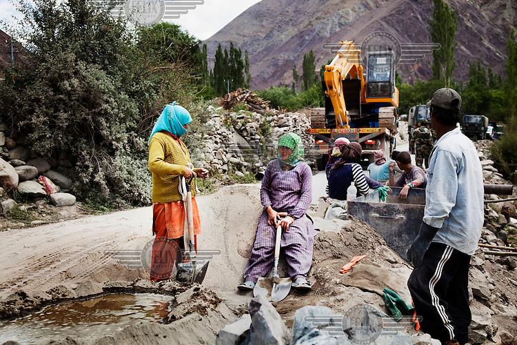 Construction on the Leh to Srinagar highway.