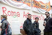 Roma, 6 Dicembre 2015<br /> Stefano Fassina.<br /> Il centro per rifugiati autogestito Baobab, viene chiuso, volontari e ospiti lasciano il centro di via Cupa.