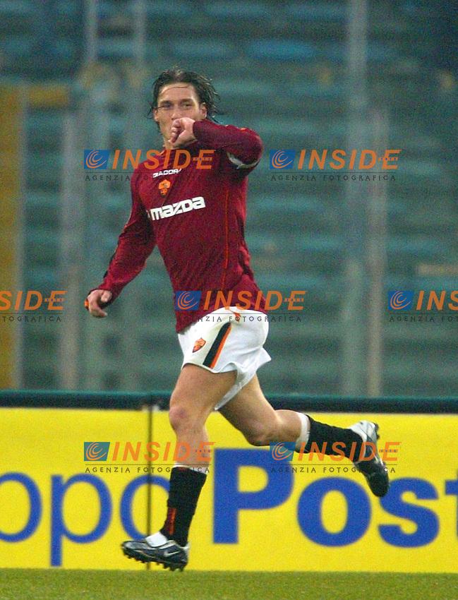 Roma 18/1/2004<br /> Roma Sampdoria 3-1<br /> Francesco Totti esulta dopo il terzo gol della Roma<br /> Foto Andrea Staccioli Insidefoto