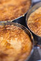 Europe/France/Pays de la Loire/44/Loire Atlantique/Assérac: Gâteau breton sur le marché des producteurs //   //  France, Loire Atlantique, Asserac, Breton cake market producers