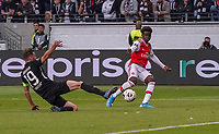 David Abraham (Eintracht Frankfurt) gegen Bukayo Saka (Arsenal London) - 19.09.2019:  Eintracht Frankfurt vs. Arsenal London, UEFA Europa League, Gruppenphase, Commerzbank Arena<br /> DISCLAIMER: DFL regulations prohibit any use of photographs as image sequences and/or quasi-video.
