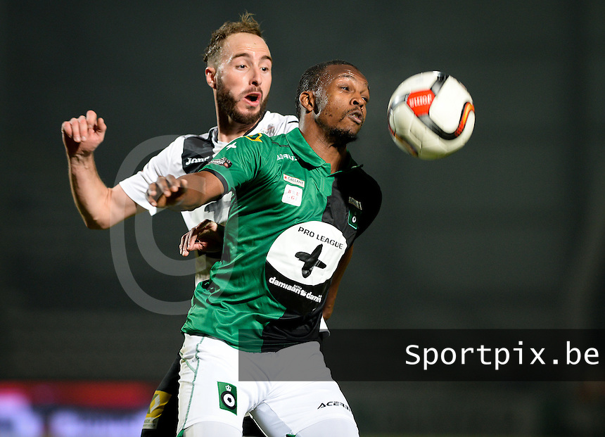 20161217 - ROESELARE , BELGIUM : Cercle's Amadou Tidiane Diallo (r) pictured in a duel with Roeselare's Raphael Lecomte (left) during the Proximus League match of D1B between Roeselare and Cercle Brugge, in Roeselare, on Saturday 17 December 2016, on the day 20 of the Belgian soccer championship, division 1B. . SPORTPIX.BE | DAVID CATRY