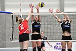 2018-03-10 / Volleybal / Seizoen 2017-2018 / Vrouwen Liga B Noorderkempen - Blaasveld / Linde Degr&egrave;ve (Blaasveld) haalt uit tegen Sarah Vermote en Kim Van Dun (r.)<br /> <br /> ,Foto: Mpics.be