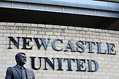 4th November 2017, St James Park, Newcastle upon Tyne, England; EPL Premier League football, Newcastle United Bournemouth; Sir Bobby Robson statue outside St James Park