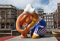 Olifant in klederdracht bij het Rokin in Amsterdam. Olifant was onderdeel van de Elephant Parade