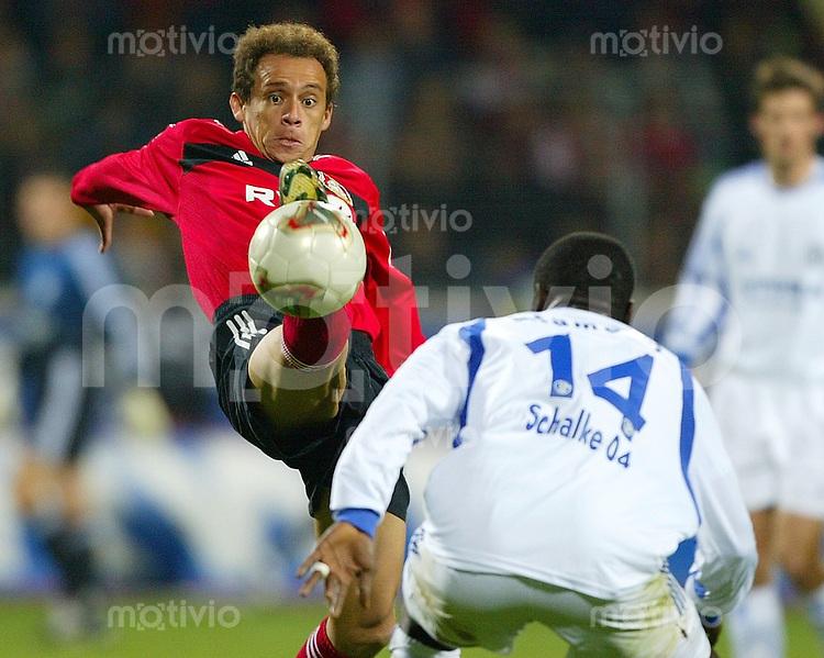 Fussball  1. Bundesliga Saison 2003/2004  12. Spieltag Bayer 04 Leverkusen - FC Schalke 04  3:1   EMERSON (li, Leverkusen) gegen Gerald ASAMOAH (re, Schalke)