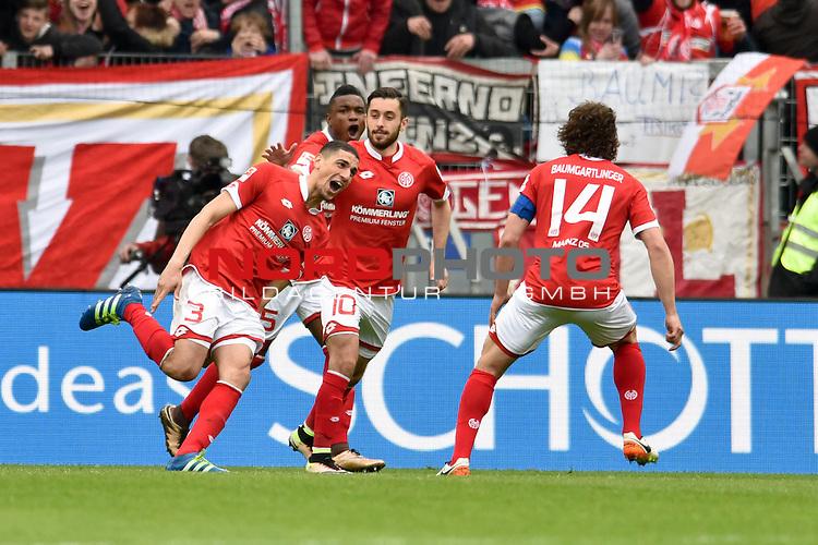 17.04.2016, Coface-Arena, Mainz, GER, 1. FBL, 1. FSV Mainz 05 vs. 1. FC Koeln, im Bild: Torschuetze Leon Balogun (#3, FSV Mainz) jubelt mit Stefan Bell (#16, FSV Mainz),  Jhon Cordoba (#15, FSV Mainz), Yunus Malli (#10, FSV Mainz) und Julian Baumgartlinger (#14, FSV Mainz) ueber das 2:0<br /> <br /> Foto &copy; nordphoto / Fabisch