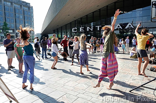 Nederland  Rotterdam - juni 2018.  Unite in Babylon Holland. The Circle. Love and Light. Worldwide synchronized Circles of Sound in the heart of the cities.    Foto Berlinda van Dam / Hollandse Hoogte