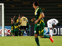 ARMENIA -COLOMBIA- 28 -09-2013.Jugadores del Deportes Quindio celebran su gol de Carpintero contra Tolima. Accion de juego entre los equipos Deportes Quindio Y Deportes Tolima de Ibague  , partido correspondiente a la doceava fecha de La Liga Postobon segundo semestre jugado en el estadio Centenario/ Players of Deportes Quinduo Celebrate goal against Tolima. Action game between teams Deportes Quindio Deportes Tolima Ibague And, the twelfth game in La Liga Postobon date second half played at the Centenario stadium .Photo: VizzorImage / Yonboni / Stringer