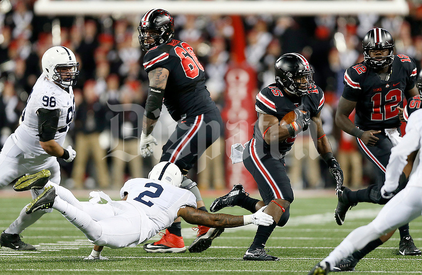 Ohio State Buckeyes running back Ezekiel Elliott (15) gets away from Penn State Nittany Lions safety Marcus Allen (2) during the second quarter of the NCAA football game between the Ohio State Buckeyes and the Penn State Nittany Lions at Ohio Stadium on Saturday, October 17, 2015. (Columbus Dispatch photo by Jonathan Quilter)
