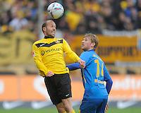 Fussball, 2. Bundesliga, Saison 2011/12, SG Dynamo Dresden - Eintracht Braunschweig, Samstag (07.04.12), gluecksgas Stadion, Dresden. Dresdens Filip Trojan (li.) gegen Braunschweigs Jan Washausen.