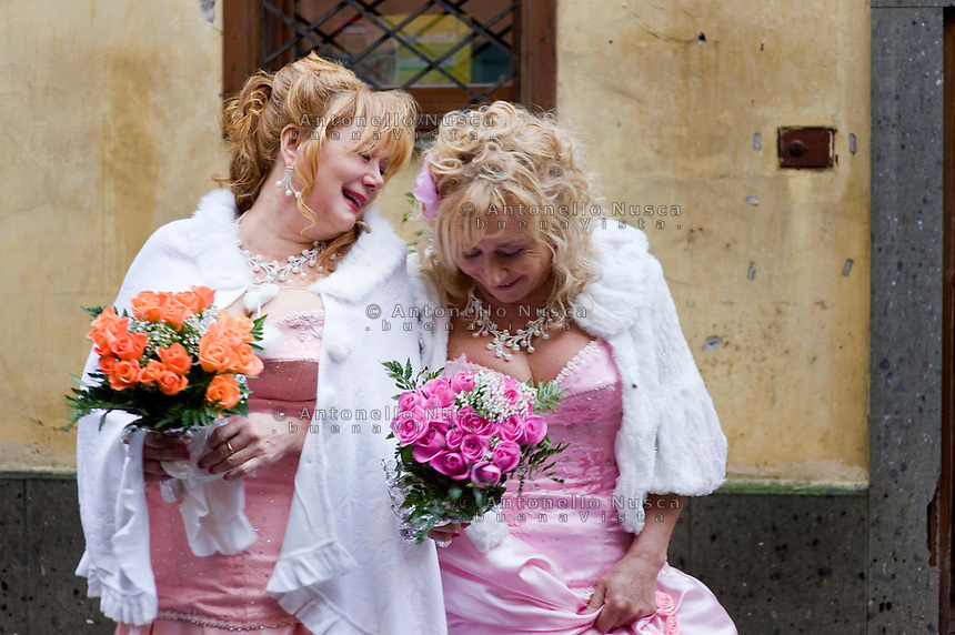 Giuseppe (Bea) della Pelle e Marioara Dadiloveanu subito dopo essersi sposati nel comune di Nemi.