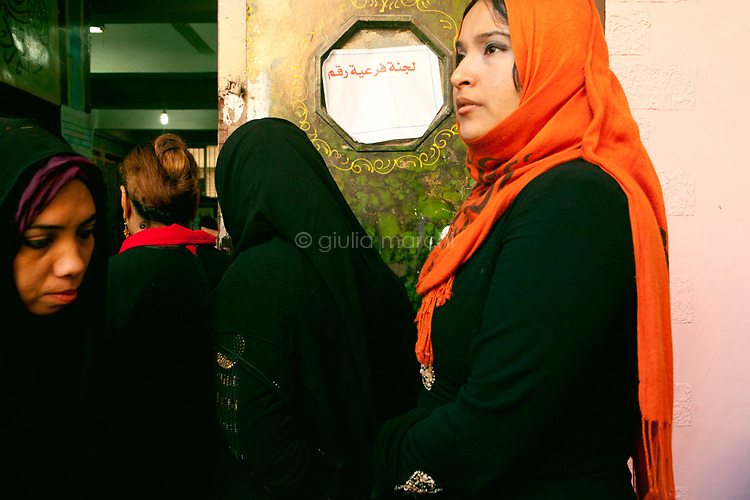 Egypt / Zagazig / 15.12.2012 / Women line up to cast ballots during the Egypt's constitutional referendum at a polling center in Zagazig. People descended on polling stations across Egypt to vote on the highly controversial draft constitution, which has been a source of intense political protest in recent weeks. © Giulia Marchi