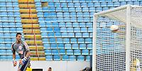 BARUERI, SP, 11 DE JANEIRO DE 2013 - COPA SÃO PAULO DE FUTEBOL JUNIOR - PALMEIRAS x GREMIO BARUERI: Goleiro Douglas (Barueri) sofre gol de Vinicius durante partida Palmeiras x Gremio Barueri, válida pela primeira fase da Copa São Paulo de Futebol Junior, disputado na Arena Barueri. FOTO: LEVI BIANCO - BRAZIL PHOTO PRESS