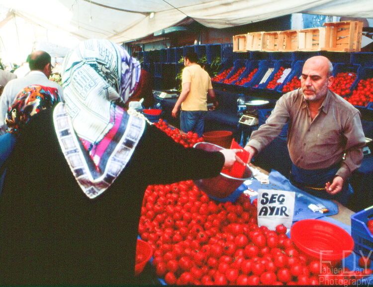 Street market scene in the popular area of Zeytinburnu, Istanbul (Turkey).