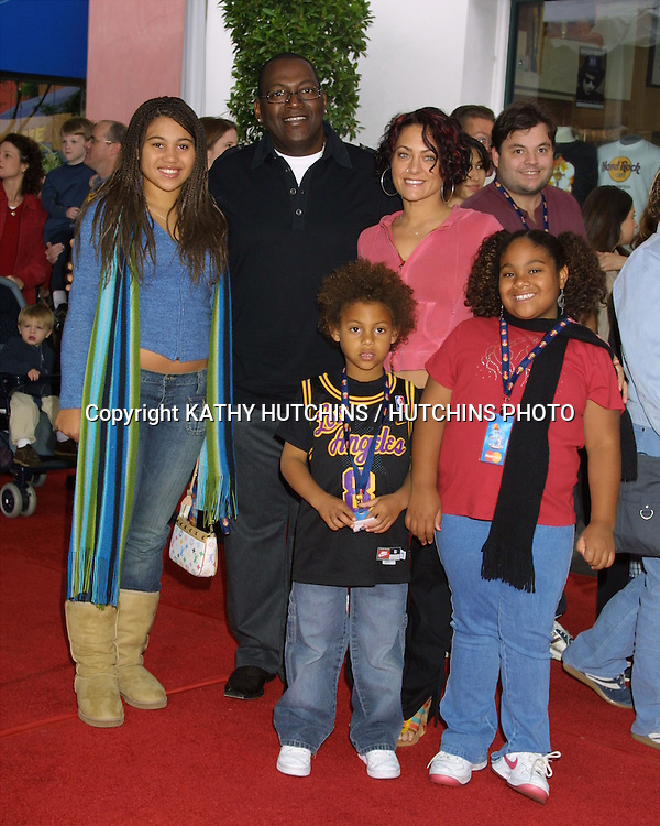 """©2003 KATHY HUTCHINS / HUTCHINS PHOTO.""""CAT IN THE HAT"""" PREMIERE.UNIVERSAL CITY, CA.NOVEMBER 8, 2003..RANDY JACKSON AND FAMILY"""