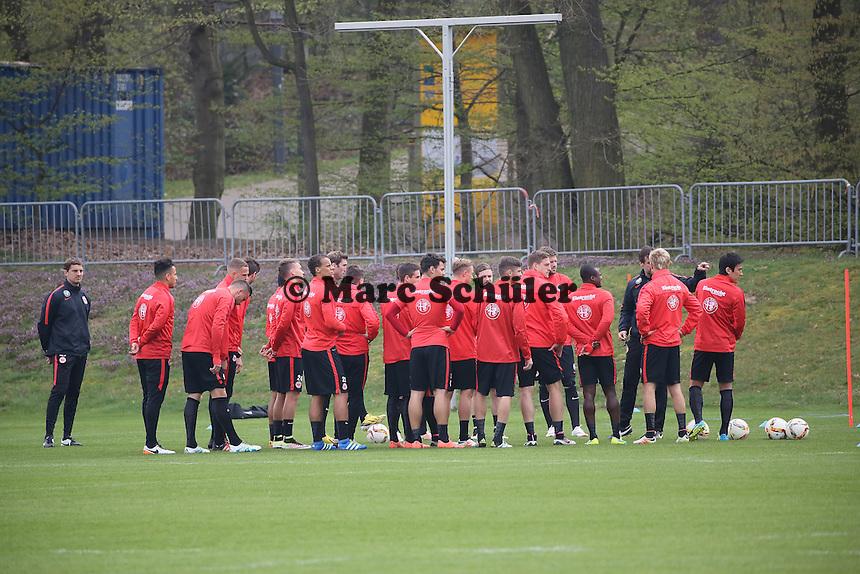 Besprechung des Trainings mit der Mannschaft - Eintracht Frankfurt Training, Commerzbank Arena