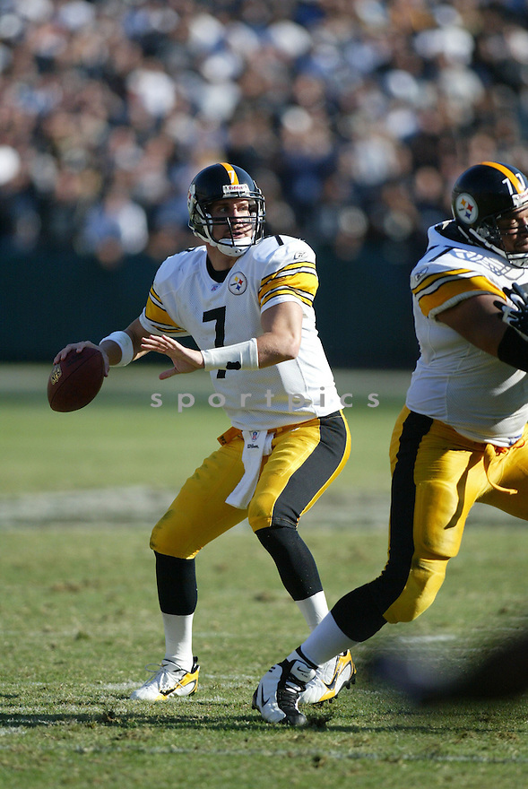 BEN ROETHLISBERGER, of the Pittsburgh Steelers , in action against the Oakland Raiders on October 29, 2006 in Oakland, CA..Raiders win 20-13..Rob Holt / SportPics..