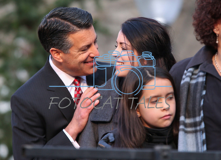 Gov. Brian Sandoval talks with his daughter Maddy at the inaugural ceremony at the Capitol, in Carson City, Nev., on Monday, Jan. 5, 2015.<br /> Photo by Cathleen Allison
