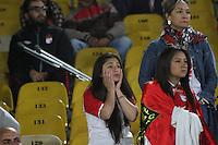 BOGOTÁ -COLOMBIA-4-JUNIO-2016.Hinchas de Santa Fe durante el partido contra Cortuluá partido por los cuartos de final-cuartos vuelta de la  Liga Águila I 2016 jugado en el estadio Nemesio Camacho El Campin de Bogotá./ Fans of  Santa Fe during match against  of Cortuluá  during the match for the date match quarterfinal round end-quarters of Liga Aguila  2016 I Liga played at the Nemesuio Camacho El Campin in Bogota. Photo: VizzorImage / Felipe Caicedo / Staff